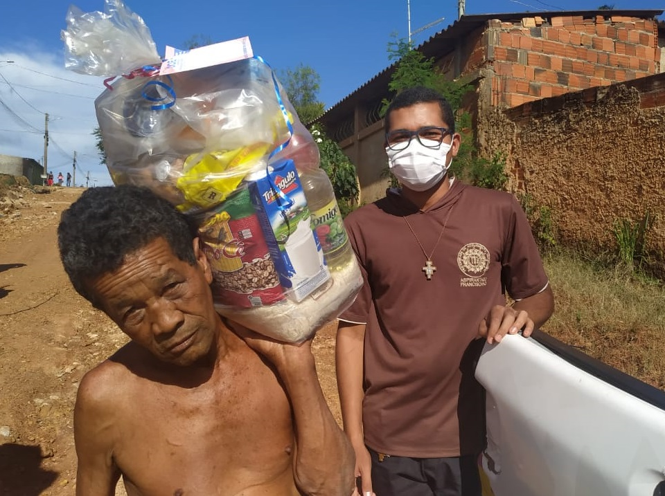 Fundação Frei João Batista Vogel lança projeto DOE e arrecada 25 toneladas de alimentos